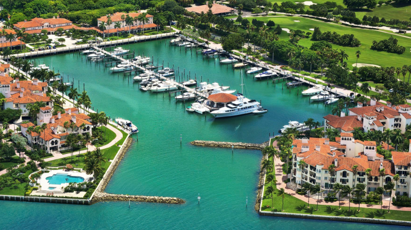 Luxury Yachts By The Sea - Where You Should Keep Your Yacht In Miami luxury yacht Luxury Yachts By The Sea – Where You Should Keep Your Yacht In Miami fisher island