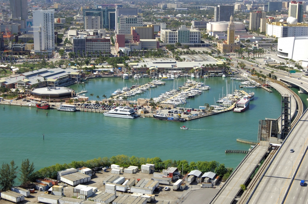 luxury yacht Luxury Yachts By The Sea – Where You Should Keep Your Yacht In Miami miamarina at bayside 1024x680
