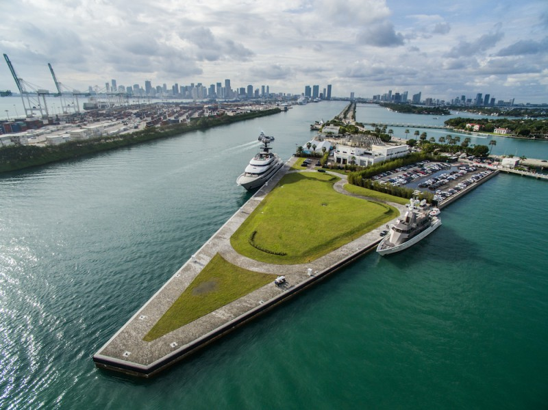 luxury yacht Luxury Yachts By The Sea – Where You Should Keep Your Yacht In Miami one island park