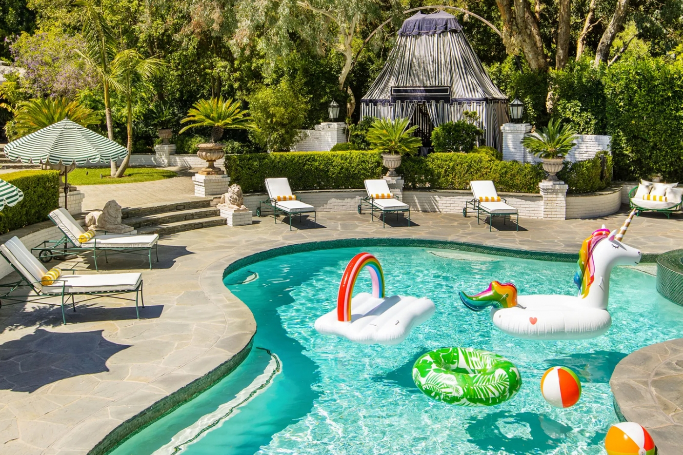 Cara Delevingne's Retreat In Los Angeles Takes Us To Wonderland cara delevingne Cara Delevingne's Retreat In Los Angeles Takes Us To Wonderland featured cara 1400x933