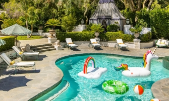 Cara Delevingne's Retreat In Los Angeles Takes Us To Wonderland cara delevingne Cara Delevingne's Retreat In Los Angeles Takes Us To Wonderland featured cara 335x201