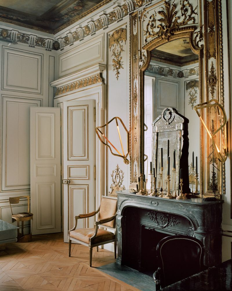 Vincenzo De Cotiis Mixes Old And New In Luxury Paris Apartment Vincenzo De Cotiis Mixes Old And New In Luxury Paris Apartment 13
