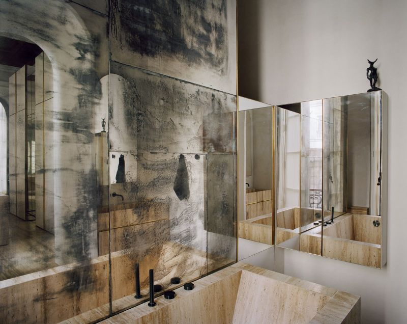 Vincenzo De Cotiis Mixes Old And New In Luxury Paris Apartment Vincenzo De Cotiis Mixes Old And New In Luxury Paris Apartment 3