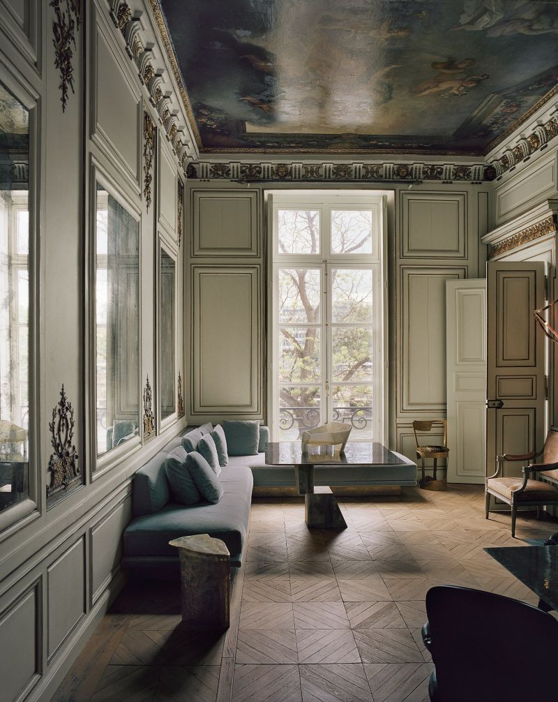 Vincenzo De Cotiis Mixes Old And New In Luxury Paris Apartment Vincenzo De Cotiis Mixes Old And New In Luxury Paris Apartment 5