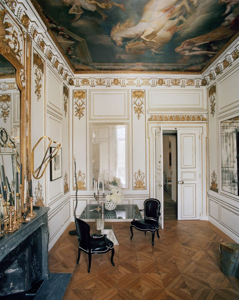 Vincenzo De Cotiis Mixes Old And New In Luxury Paris Apartment Vincenzo De Cotiis Mixes Old And New In Luxury Paris Apartment 8