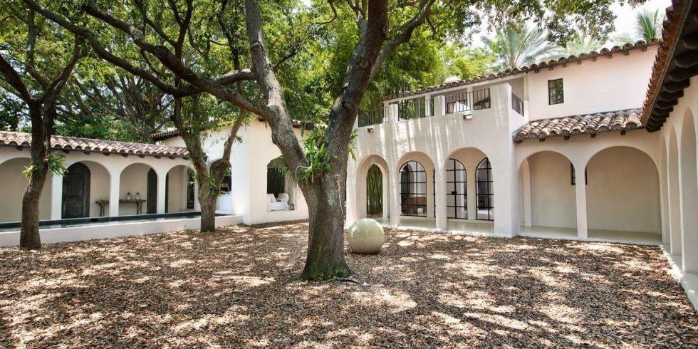 Calvin Klein Selling Miami Beach House  Calvin Klein is Selling his Miami Beach House cover1