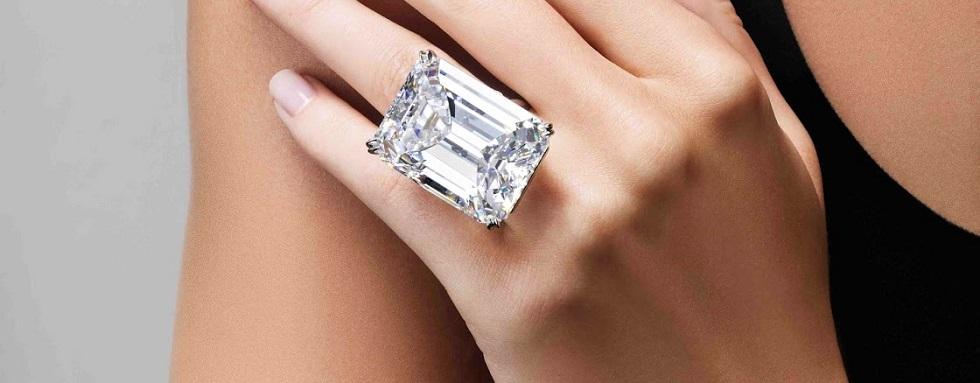 SOTHEBY'S MAGNIFICENT JEWELS SALE  THE LARGEST DIAMOND AT SOTHEBY'S MAGNIFICENT JEWELS SALE cover1
