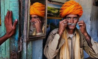 THE SPIRIT OF INDIA IS THE NEW STEVE MCCURRY'S PHOTOGRAPHY BOOK FEAT1 335x201